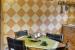 Casa rural La Magia – El Mayulon – Mesa de cocina con decoracion rustica y artesana artesana
