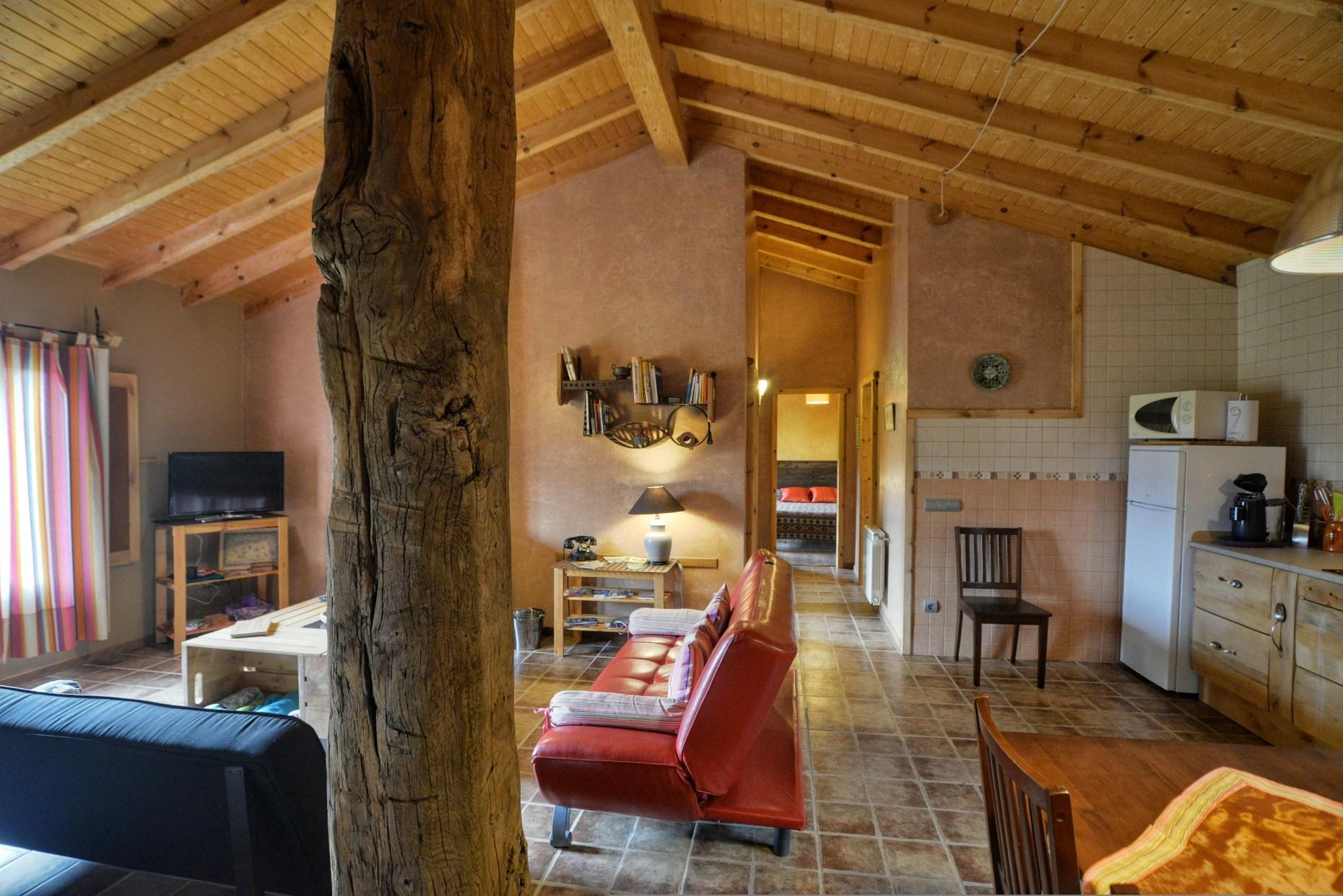 Casa rural El Encanto - El Mayulon - Vista del salon comedor con habitaciones al fondo